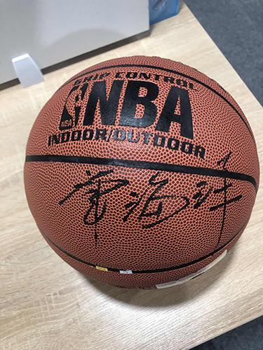 冠军奖-董事长签名篮球